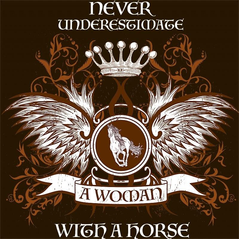 Underestimate a woman with a horse Póló - Ha Horse rajongó ezeket a pólókat tuti imádni fogod!