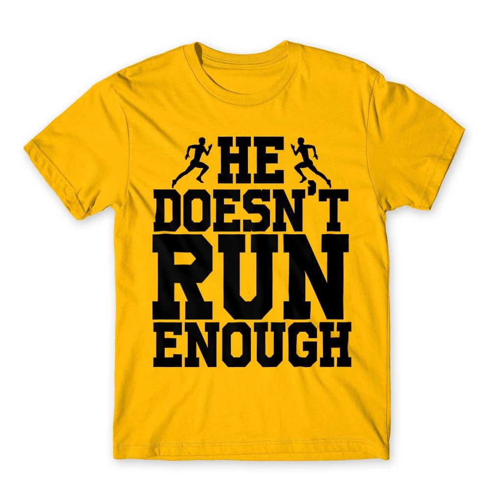 He doesn't run enough Póló - Ha Couple rajongó ezeket a pólókat tuti imádni fogod!