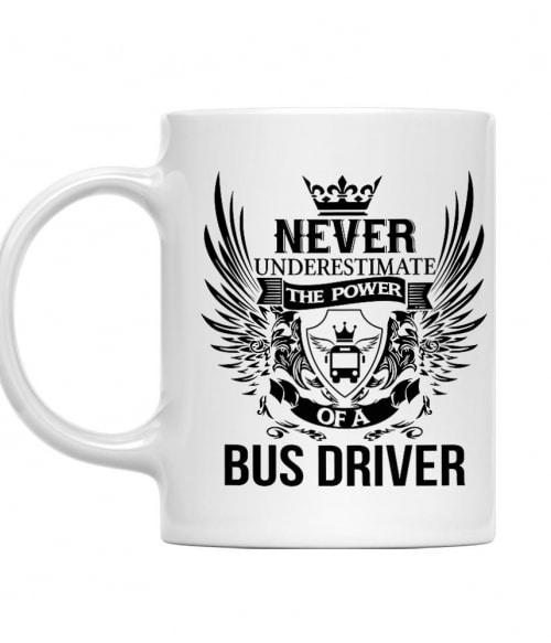 Never Underestimate The Power of a Bus Driver Póló - Ha Bus Driver rajongó ezeket a pólókat tuti imádni fogod!